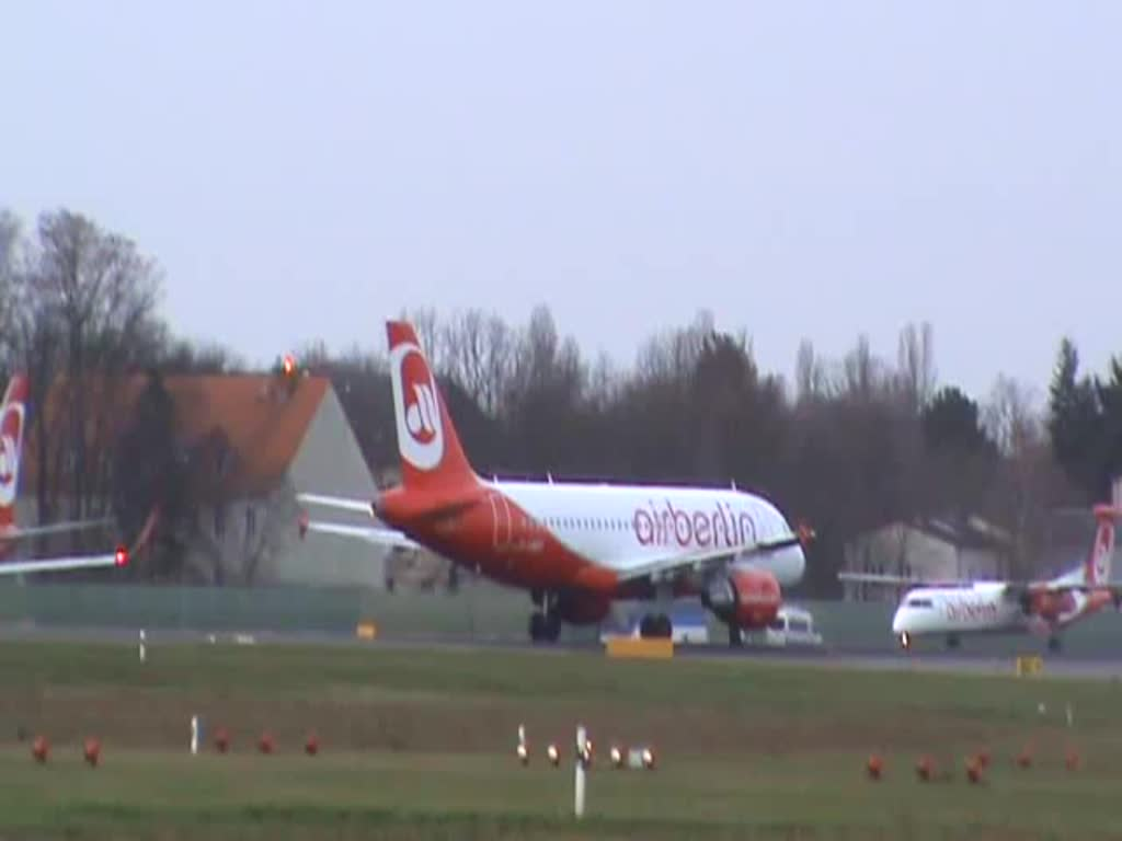 Air Berlin A 319-112 D-ABGP beim Start in Berlin-Tegel am 03.01.2015