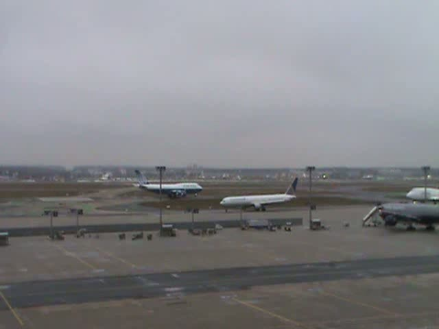 Boeing 747 der United Airlines beim Start in Frankfurt/Main