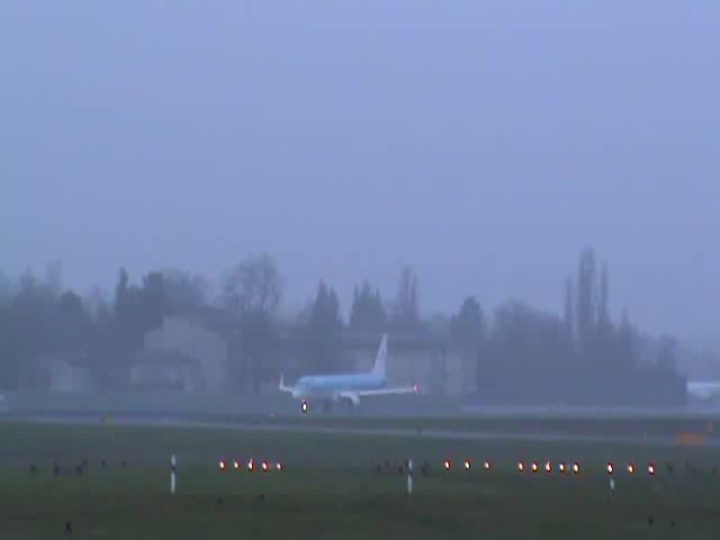 KLM-Cityhopper ERJ-190-100STD PH-EZR beim Start in Berlin-Tegel am 14.12.2014