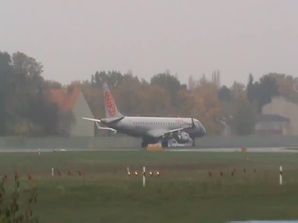 Niki ERJ-190-100LR OE-IXG beim Start in Berlin-Tegel am 26.10.2014